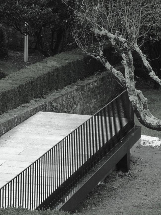Plataforma de acceso y recepción a los jardines y casa Museo Rosalía de Castro