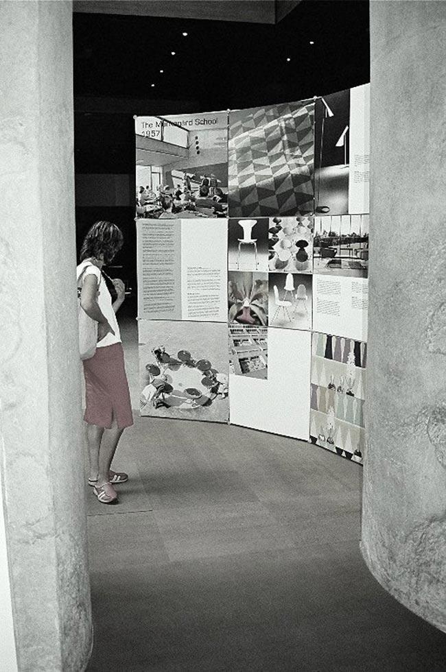 Exposición. Mobiliario Arne Jacobsen 1902-2002. Museo de Bellas Artes de A Coruña