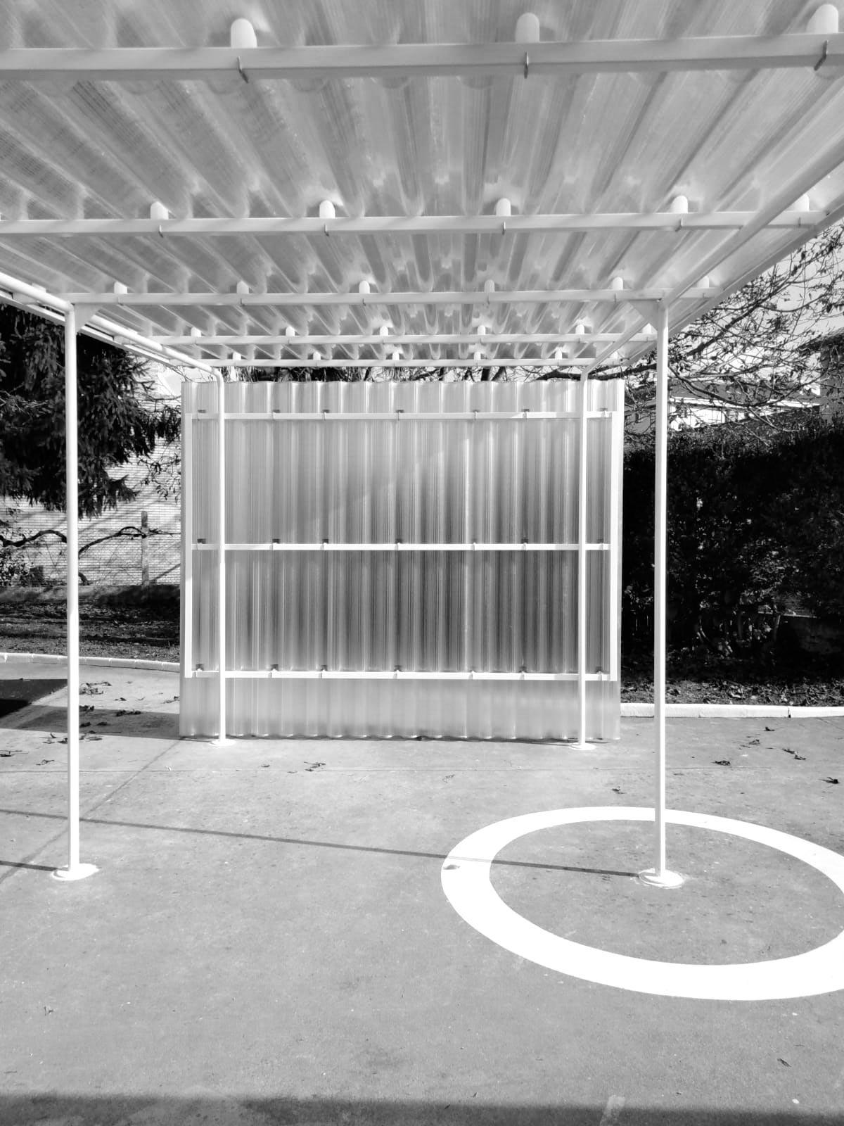 Pérgola de acceso para el jardín de infancia Santa Marta